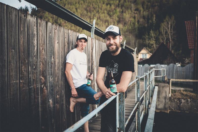 Das dynamische Duo stellt nachhaltiges Bier in der Region her. Foto: nixxipixx