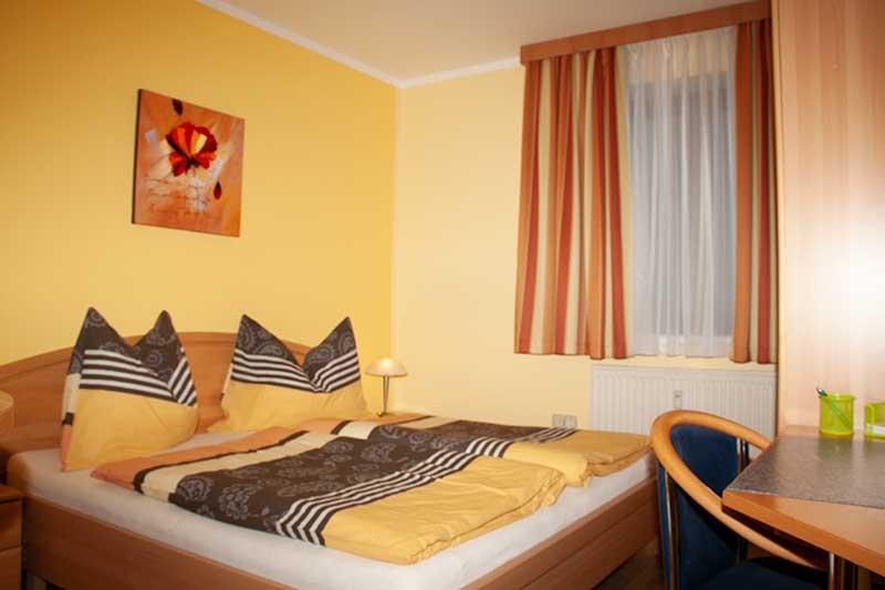 Die Schlafzimmer sind mit Doppelbetten ausgestattet. Foto: Pamela Kaiser