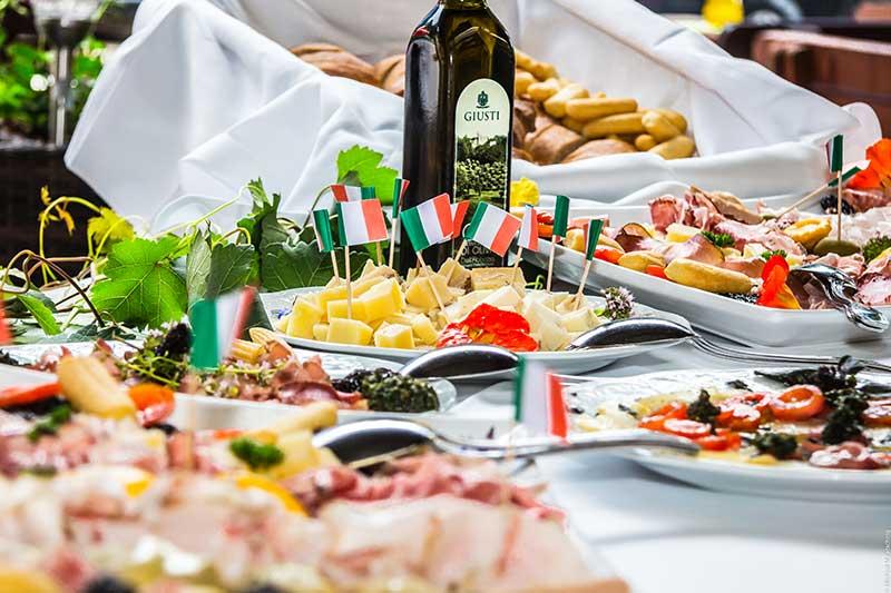 Bei Feiern gibt es ein leckeres Buffet. Foto: Malatschnig