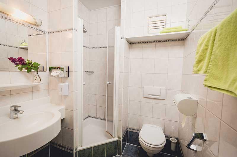 Auch die Badezimmer sind schön hergerichtet. Foto: nixxipixx