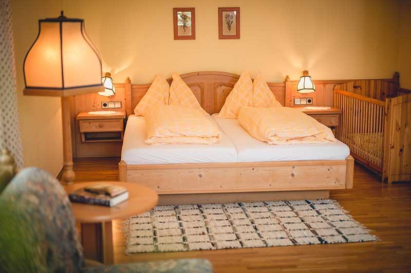 Die Schlafzimmer sind gemütlich eingerichtet. Foto: nixxipixx
