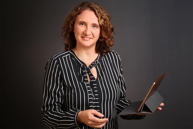 Pamela Kaiser mit Tablet, Foto: Furgler